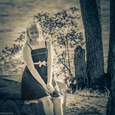 lapsikuva mustavalkokuva potretti barnfotograf muotokuva